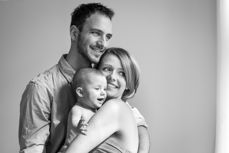 Familien fotoshooting Berlin, Eltern mit baby in S&W