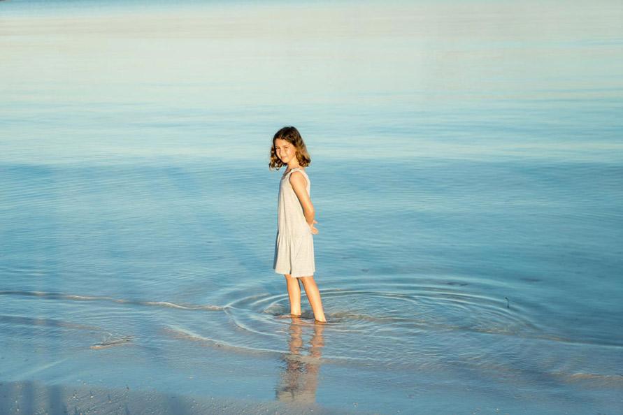 Outdoor Mädchen Kinderfotografie im Meer